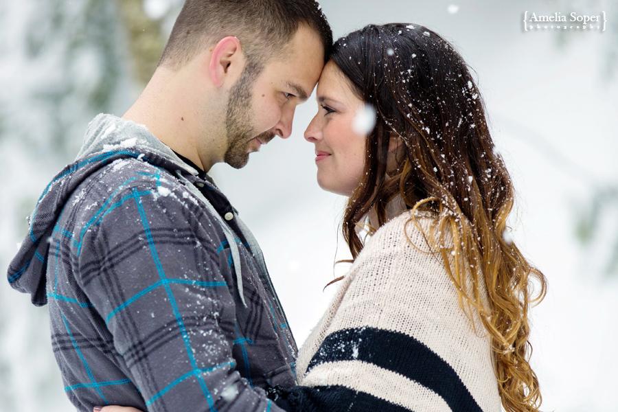 Kelci + Casey | Snowy Snoqualmie Engagement
