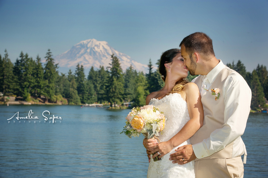 Kelci + Casey | Picturesque Lake Tapps Wedding