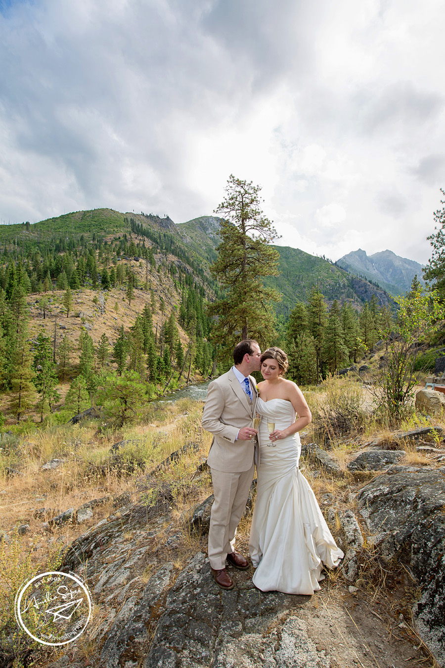 Rustic and scenic Leavenworth Wedding at Sleeping Lady Resort