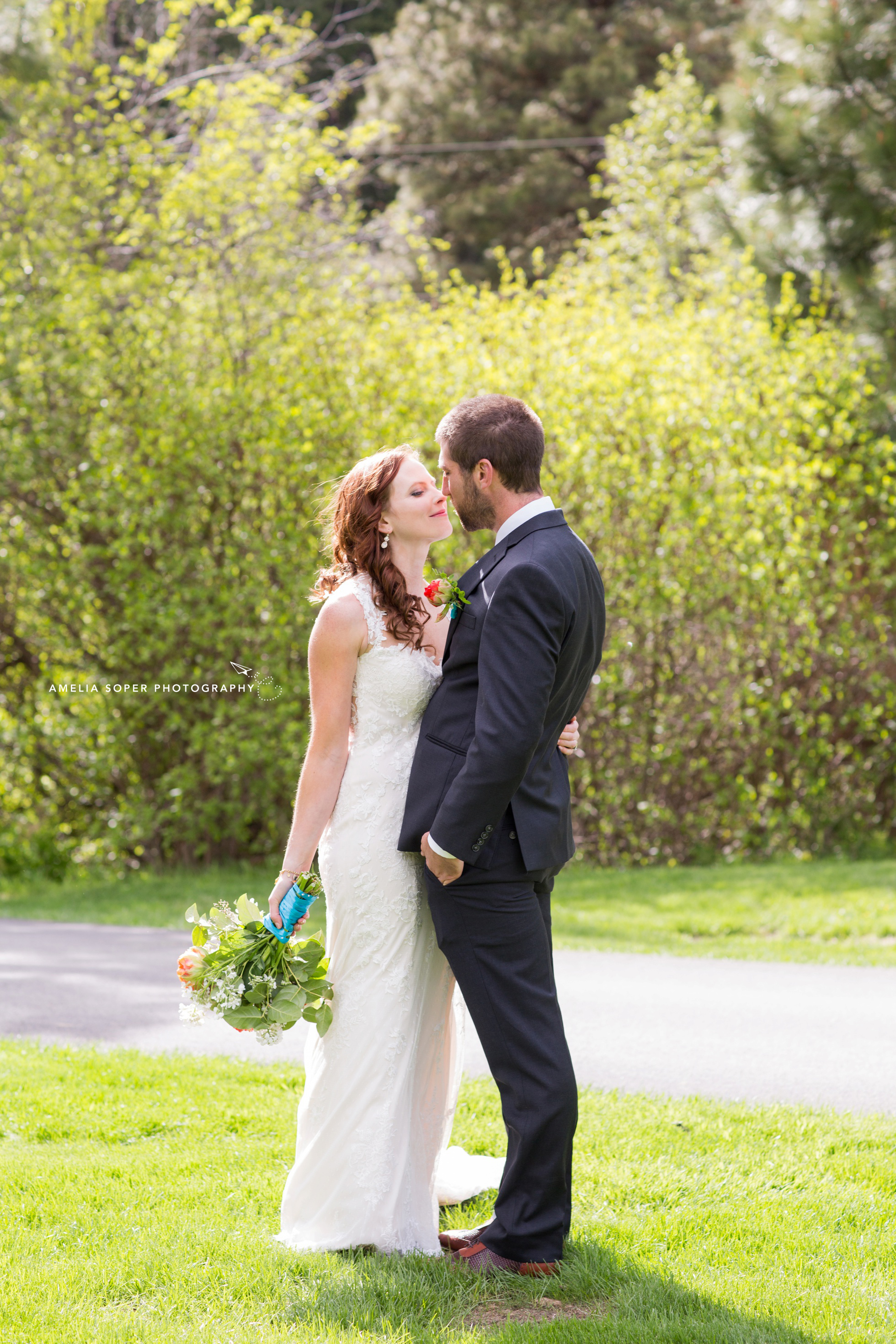 Gorgeous red head with natural dewy wedding makeup and hair. Click to see more of this Leavenworth wedding at Mountain Springs Lodge in the PNW.