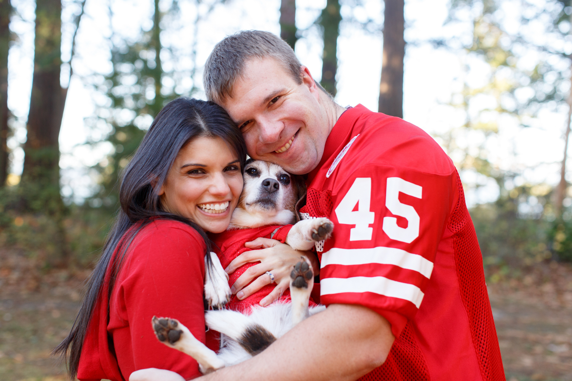 couple-wearing-jerseys-with-beagle