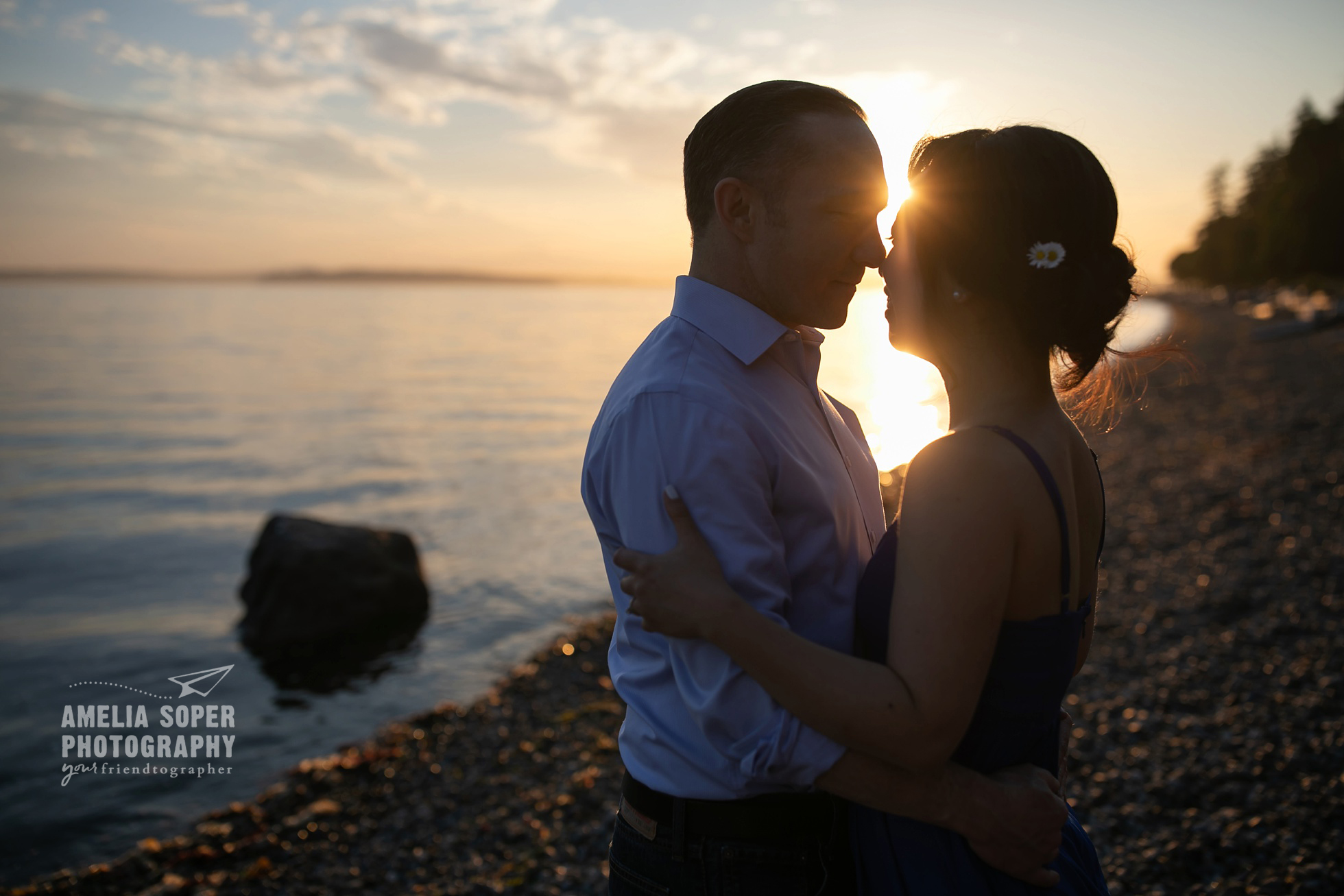 Sunset engagement in Lincoln Park, Seattle. PNW engagement