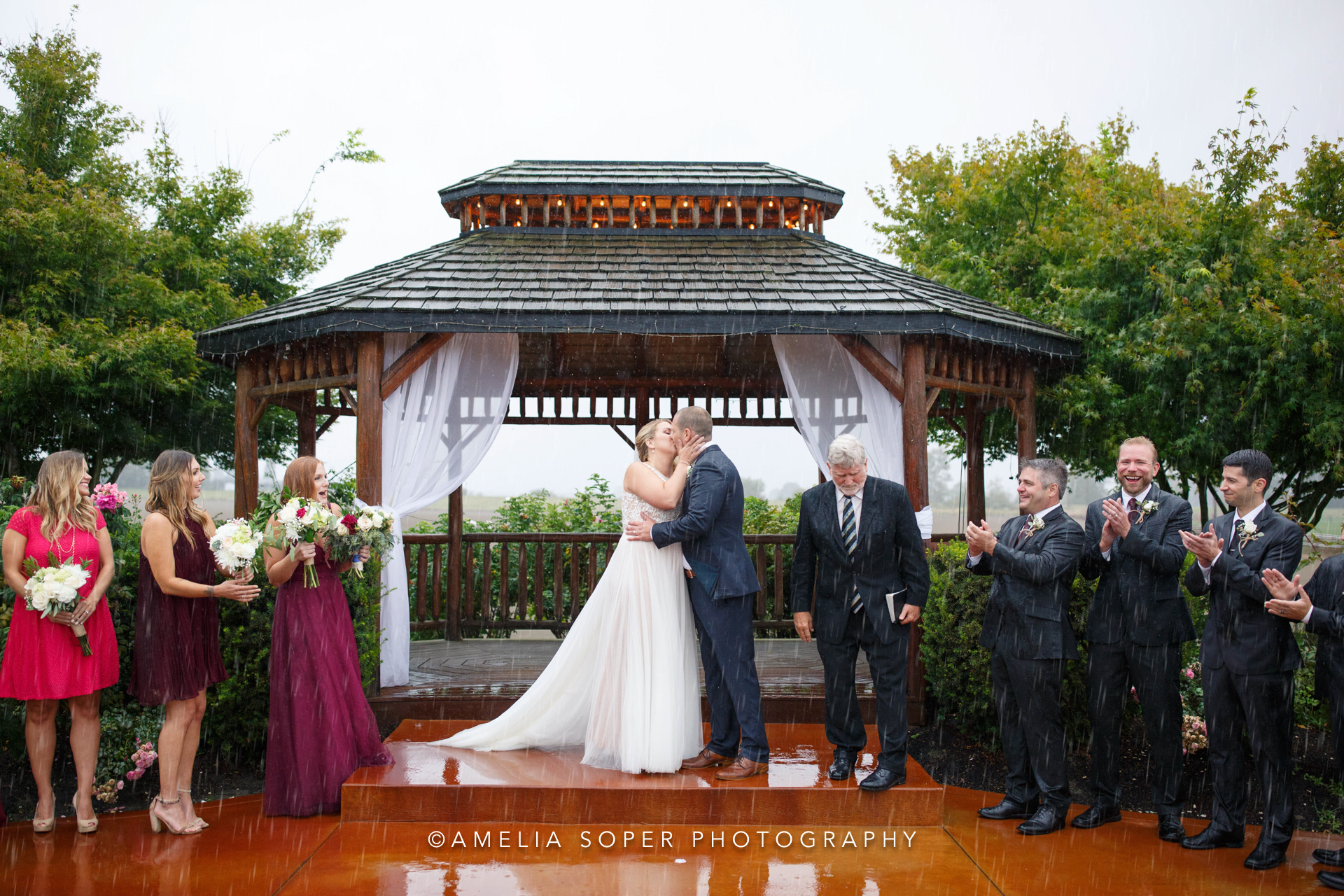 couples who didn't let rain ruin their wedding day