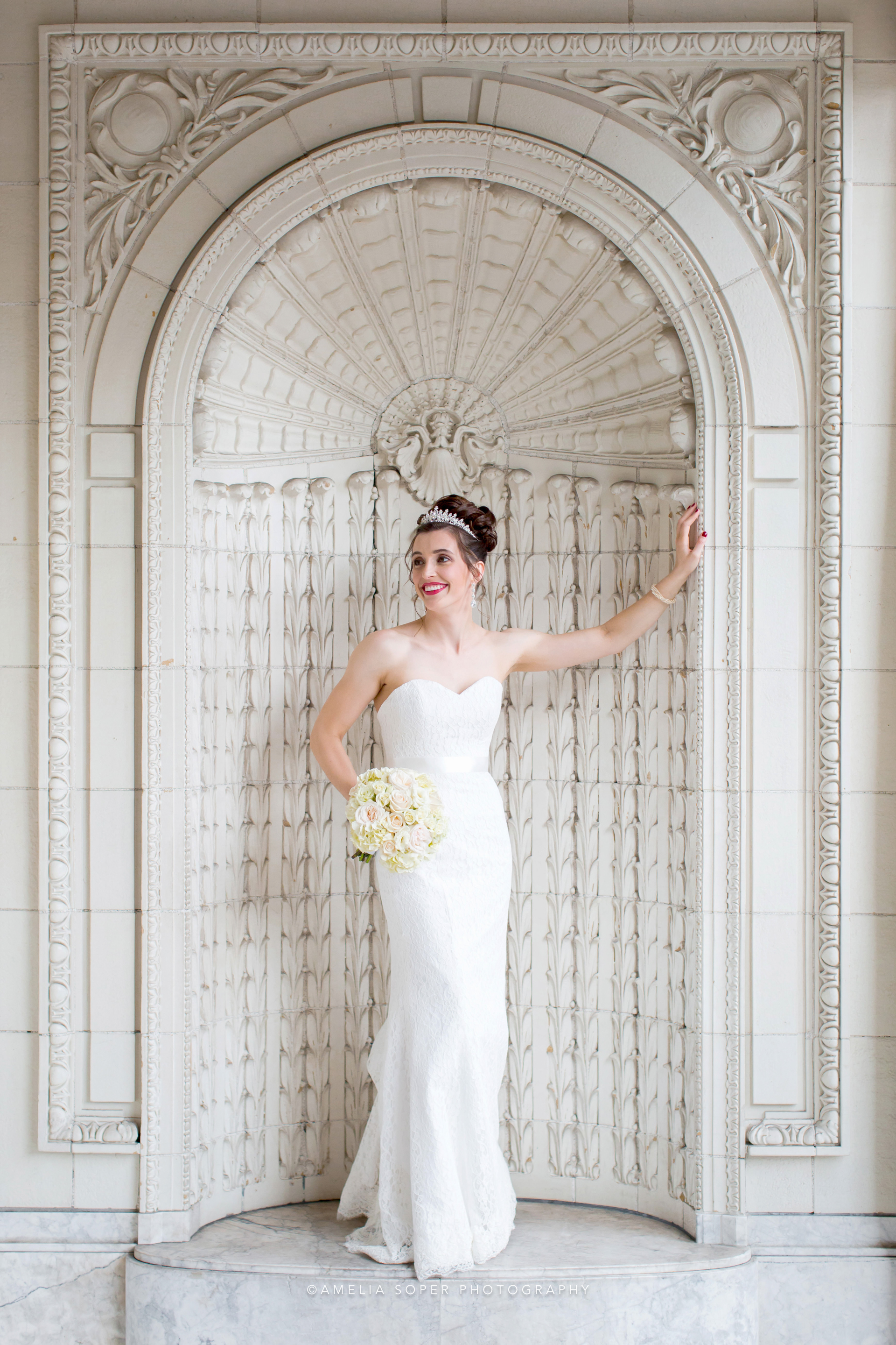 6 tips for looking your best in wedding photos